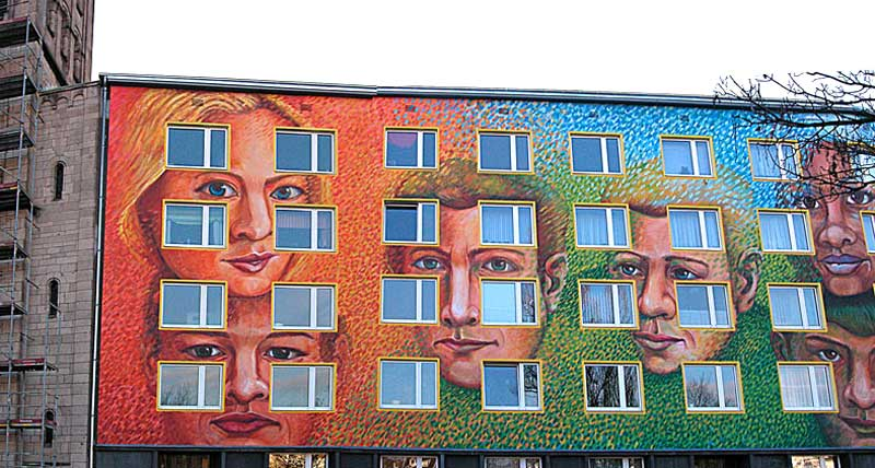 """""""Eine Wand bekommt Gesichter"""" Düsseldorf, Gerresheimerstr. 69, neben der Elisabethkirche, Klaus Klinger, 2007"""